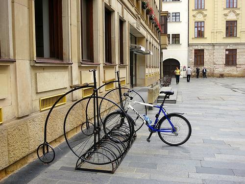 В Братиславе веселая велопарковка