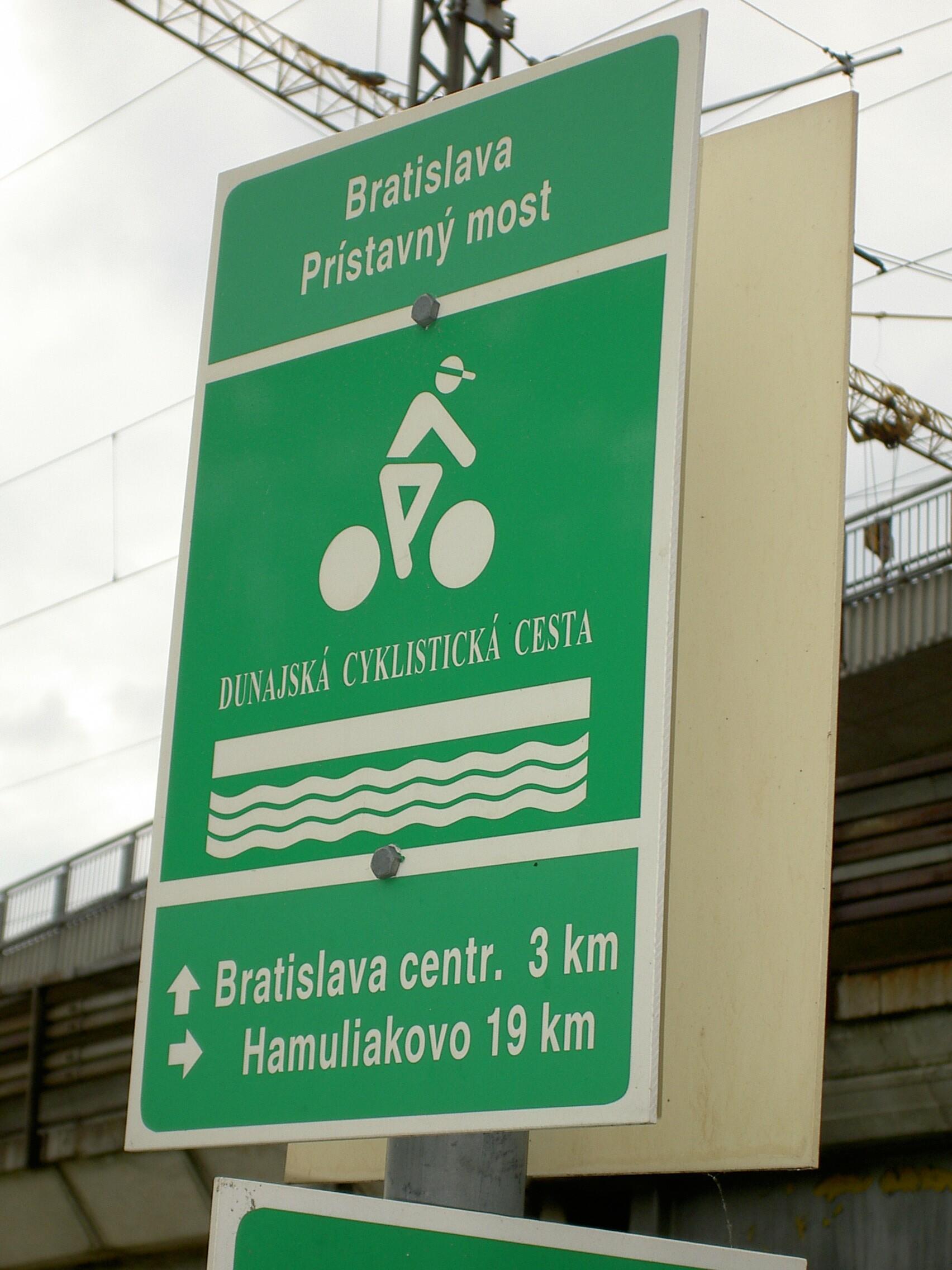 Велосипедный знак в Братиславе